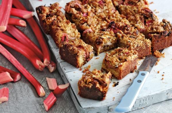 recette gâteau à la rhubarbe et aux noisettes