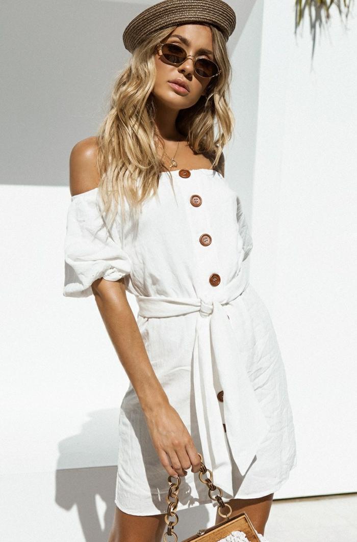 robe boutonnée devant blanche pour l'été
