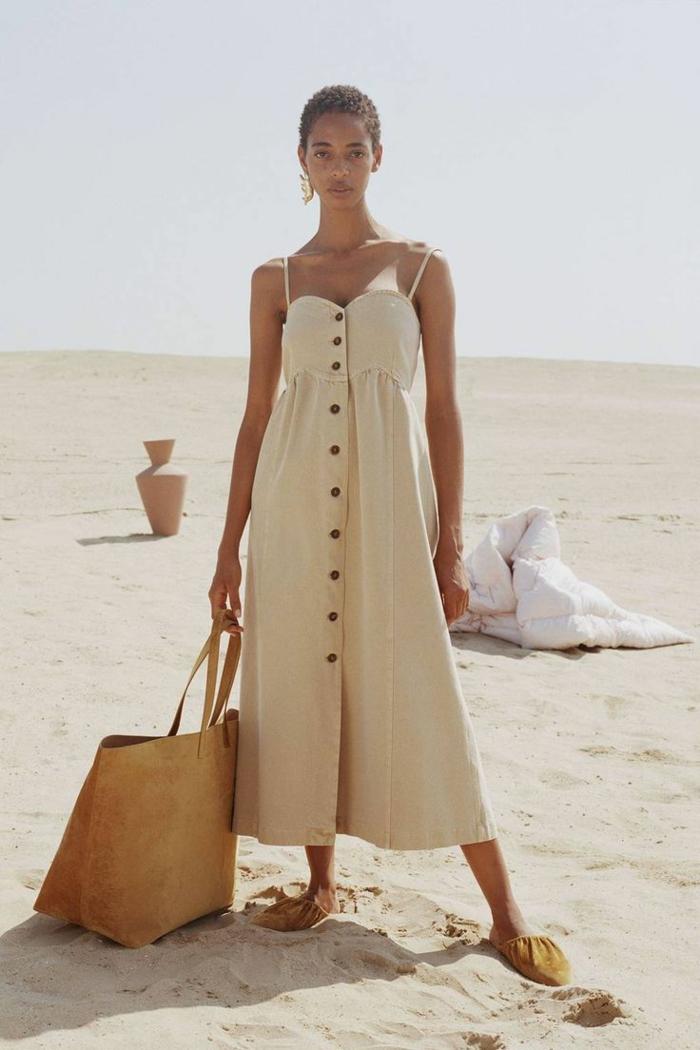 tenue estivale idée avec une robe boutonnée devant