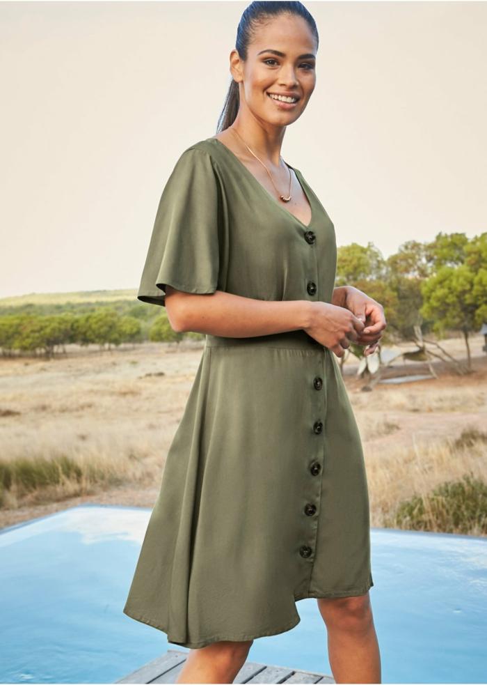 tenue estivale robe boutonnée devant verte
