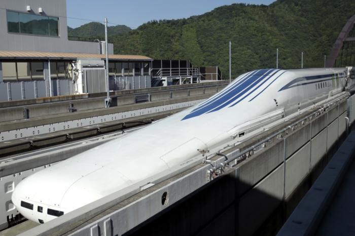 tgv-japonais-alfa-x-cjr-train-record-maglev