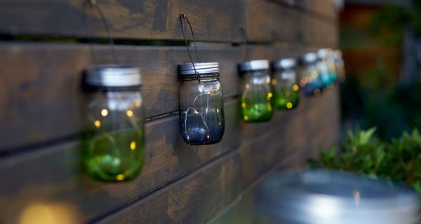 éclairage de jardin des bocaux accrochés