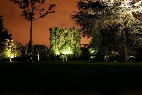 éclairage de jardin pour dissuader les intrus