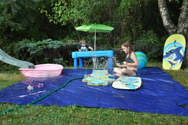 Activité enfant été pour stimuler le développement physique et psychique aire de jeux jardin