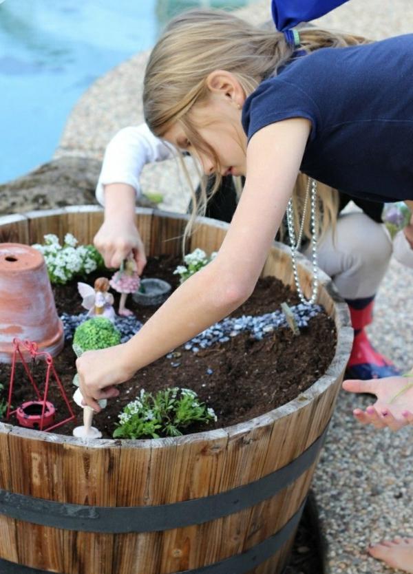 Activité enfant été pour stimuler le développement physique et psychique jardinage