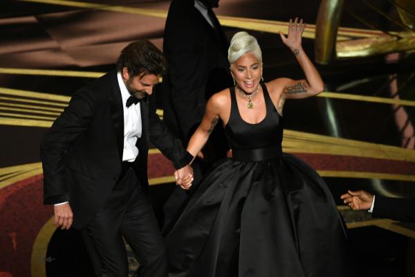 Bradley Cooper, Irina Shayk et Lady Gagaà la remise des Oscars