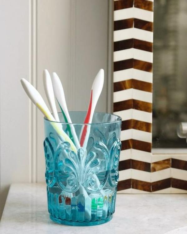 Eau oxygénée 20 utilisations dans la maison et le jardin stériliser des brosses à dents
