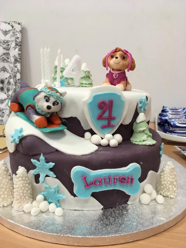 Gâteau Pat Patrouille - recettes et 50 idées de design anniversaire garçon 4 ans figurines de chiens