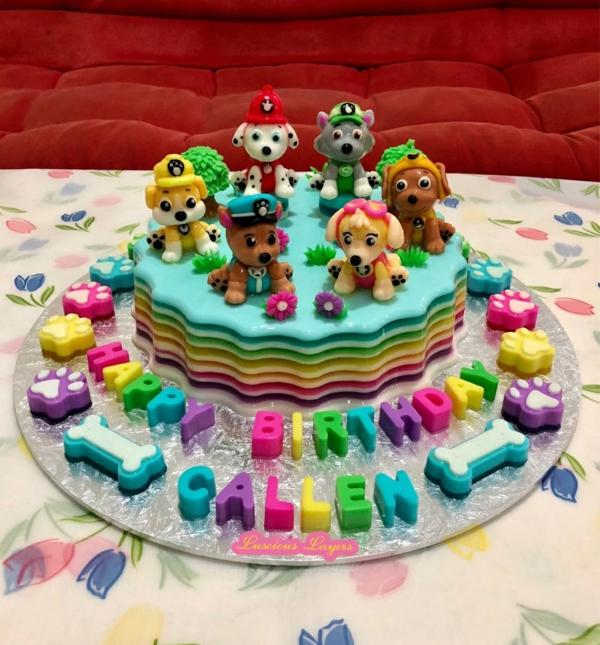 Gâteau Pat Patrouille - recettes et 50 idées de design paw patrol gâteau au glaçage figurines en pâte à sucre