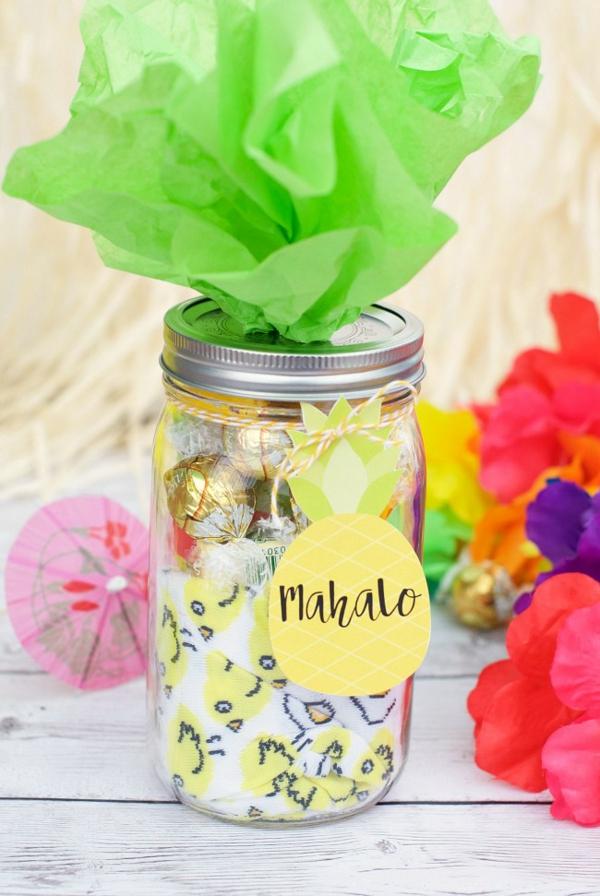 Idée cadeau maîtresse pour dire merci à la fin de l'année scolaire bocal en verre ananas plein de bonbons