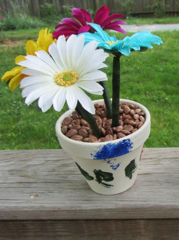 Idée cadeau maîtresse pour dire merci à la fin de l'année scolaire pot de fleurs artificielles faites de stylos