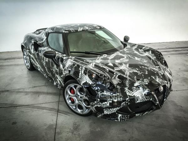 Wrapping voiture avantages et 50 idées déco à copier Alfa Romeo 4C effet serpent