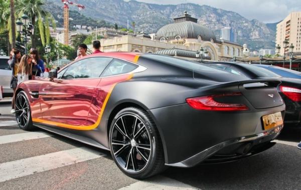 Wrapping voiture avantages et 50 idées déco à copier Aston Martin Vanquish Matte & Chrome