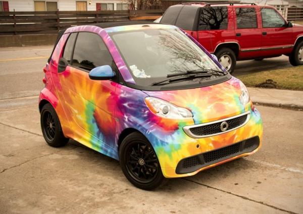 Wrapping voiture avantages et 50 idées déco à copier tie and dye smartcar