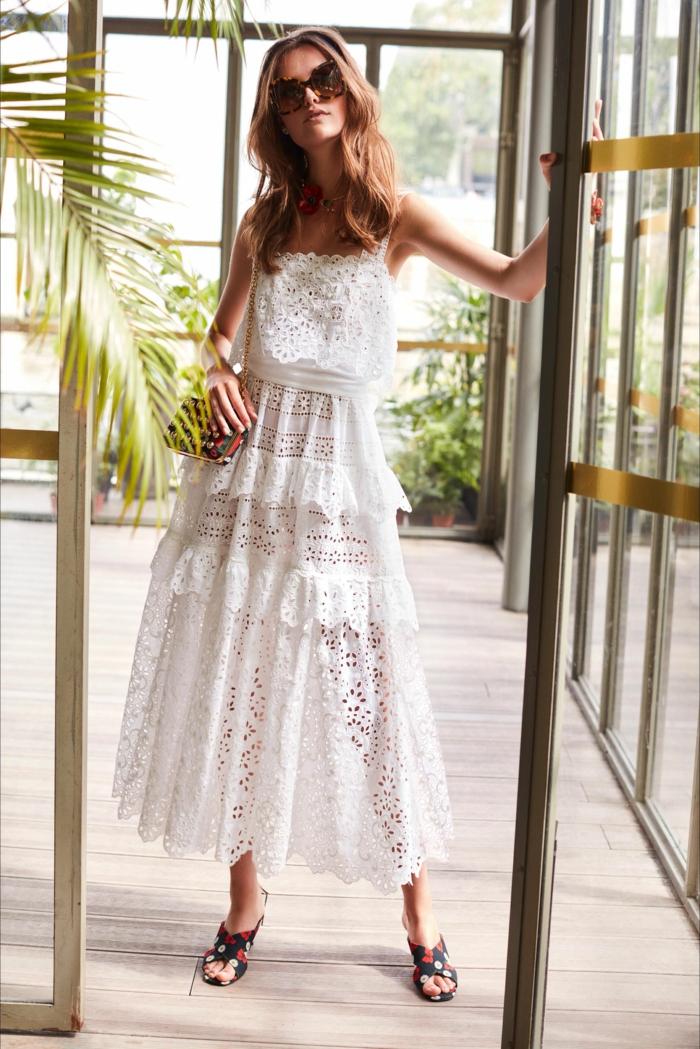 belle robe estivale en broderie anglaise