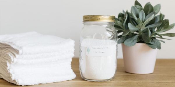 bicarbonate de soude un bocal de bicarbonate de soude