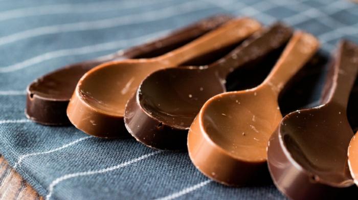 chocolat pour une cuillère délicieuse vaisselle comestible