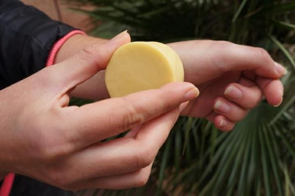 crème naturelle solide et bio au beurre de karité rituel beauté sain