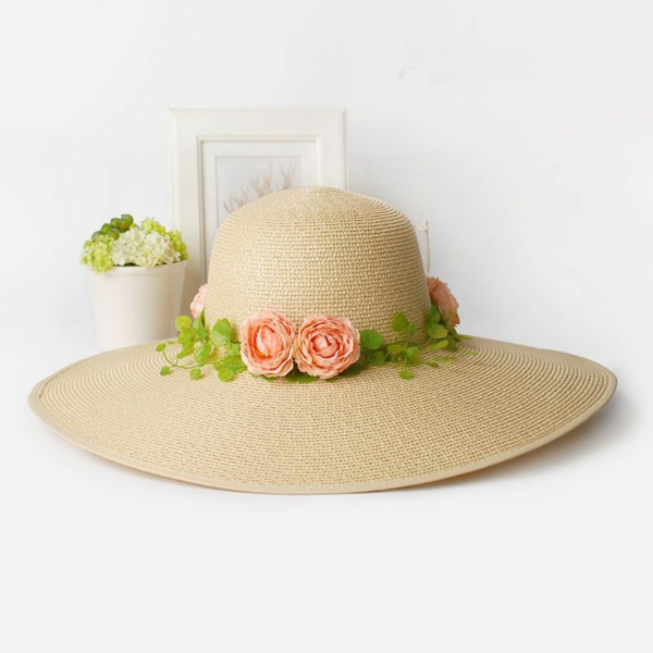 diy chapeau de paille personnalisé avec des fleurs artificielles