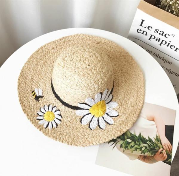 diy chapeau de paille personnalisé déco broderie motif marguerite