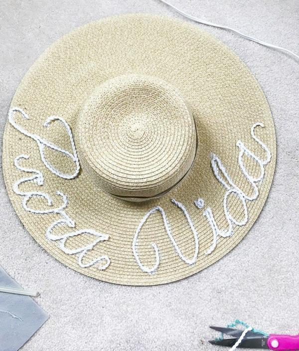 diy chapeau de paille personnalisé déco corde blanche