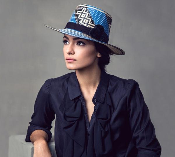 diy chapeau de paille personnalisé déco en noir et bleu