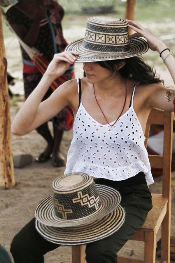diy chapeau de paille personnalisé déco noire