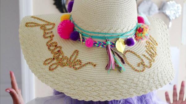 diy chapeau de paille personnalisé déco pompons strass ruban décoratif