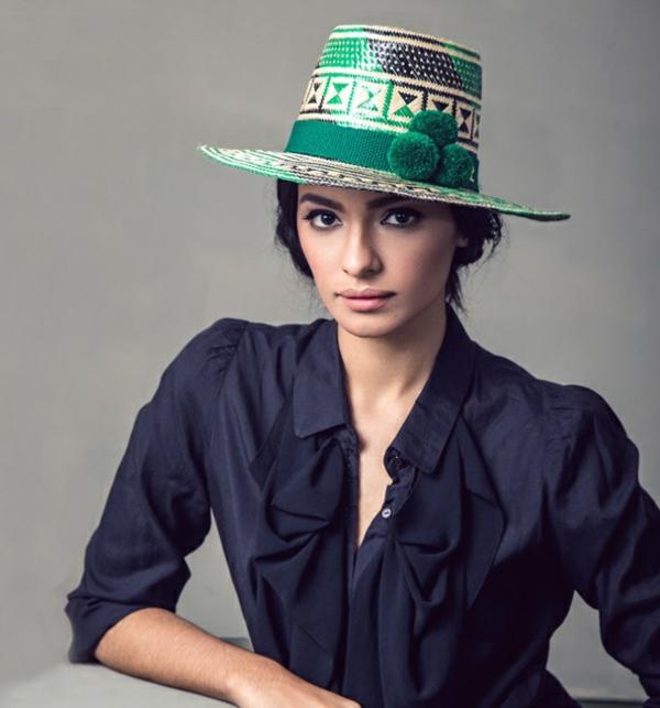 diy chapeau de paille personnalisé déco pompons verts ruban peinture