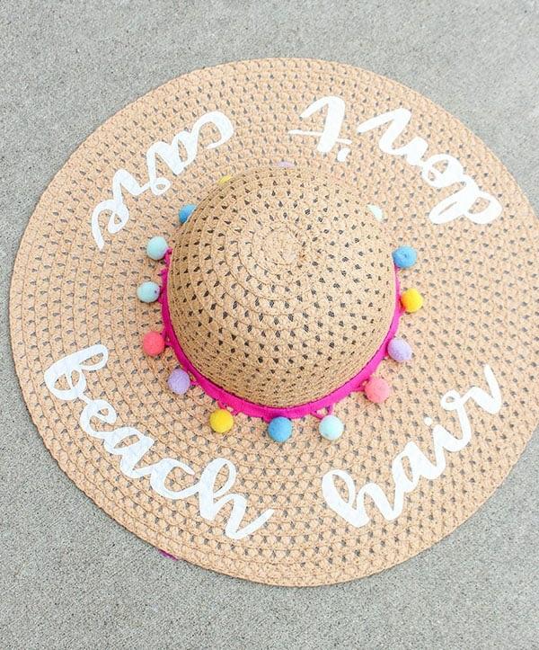 diy chapeau de paille personnalisé déco textile et pompons