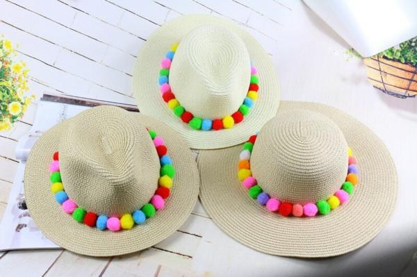 diy chapeau de paille personnalisé décoration pompons colorés
