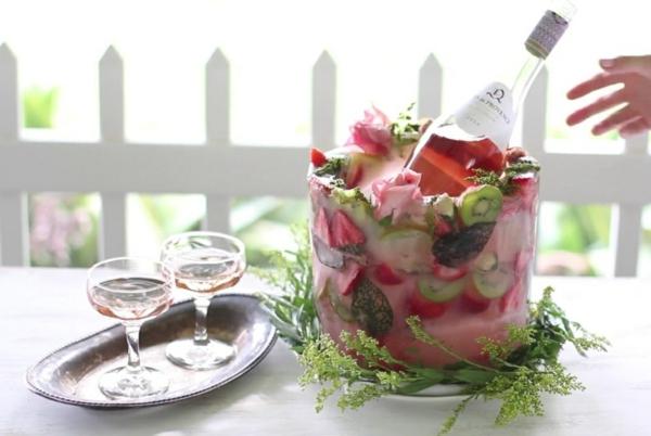 idée déco de table seau à glace fleuri diy kiwi roses fraises