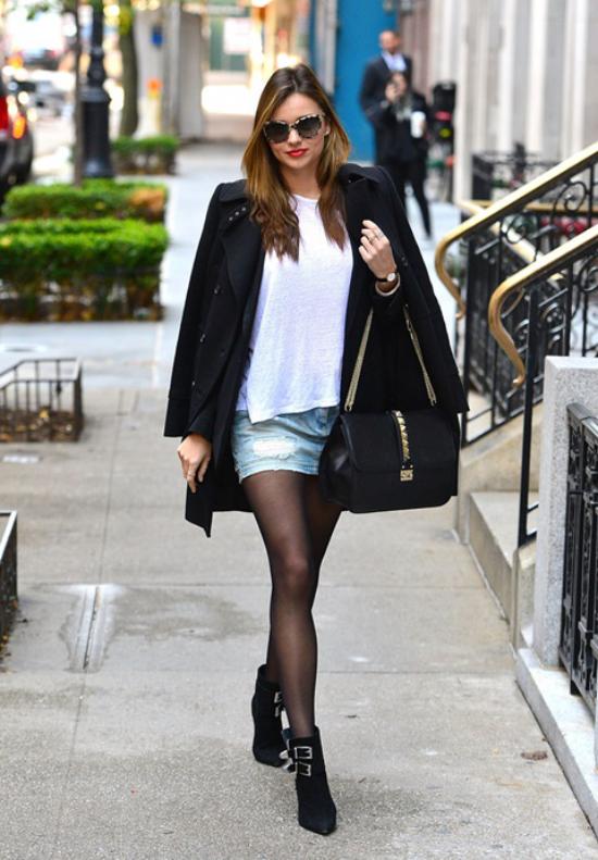 jupe en jean courte des bottes élégantes