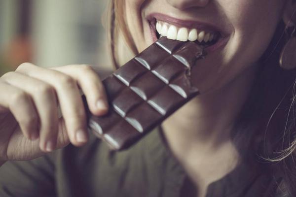 mal de tête du chocolat noir