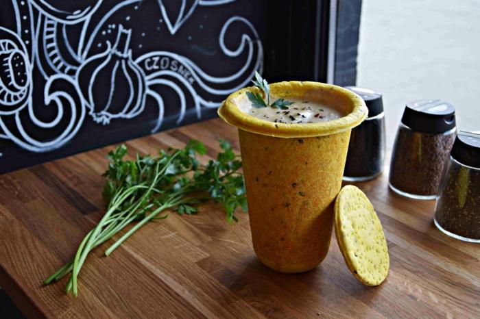 manger une soupe idée avec vaisselle comestible