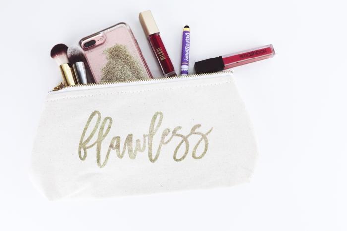 maquillage produits cosmétiques pour voyager léger