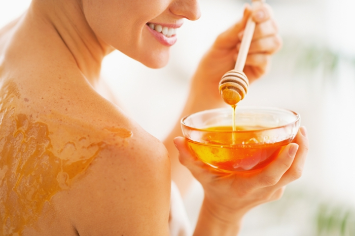 miel-sur-la-peau-soulager-un-coup-de-soleil