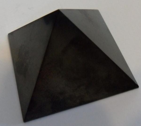 pierre shungite pyramide protectrice