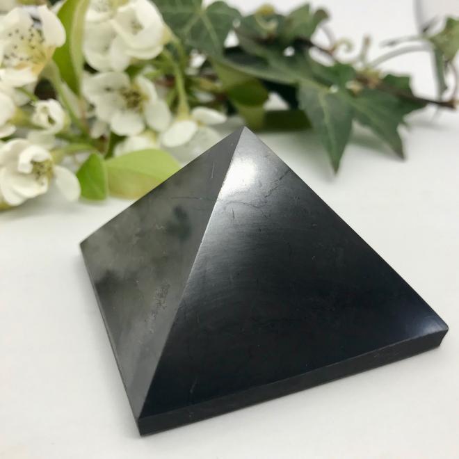 pyramide en shungite de forme parfaite