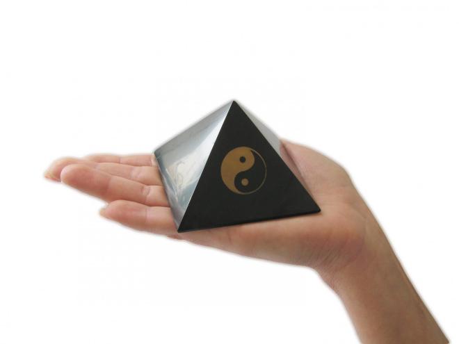 pyramide en shungite symbole yin yang