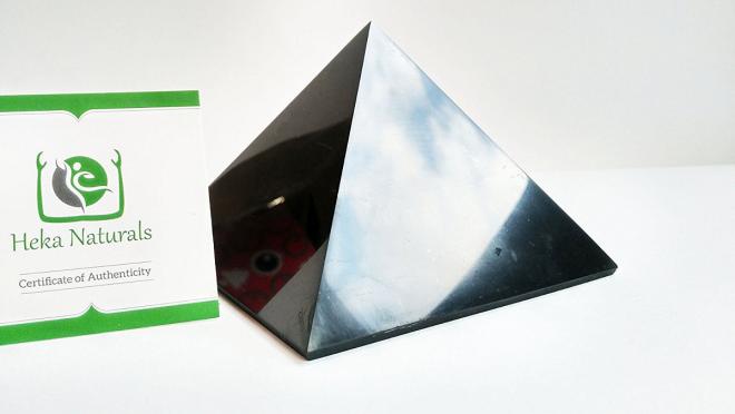 pyramide en shungite une pierre authentique