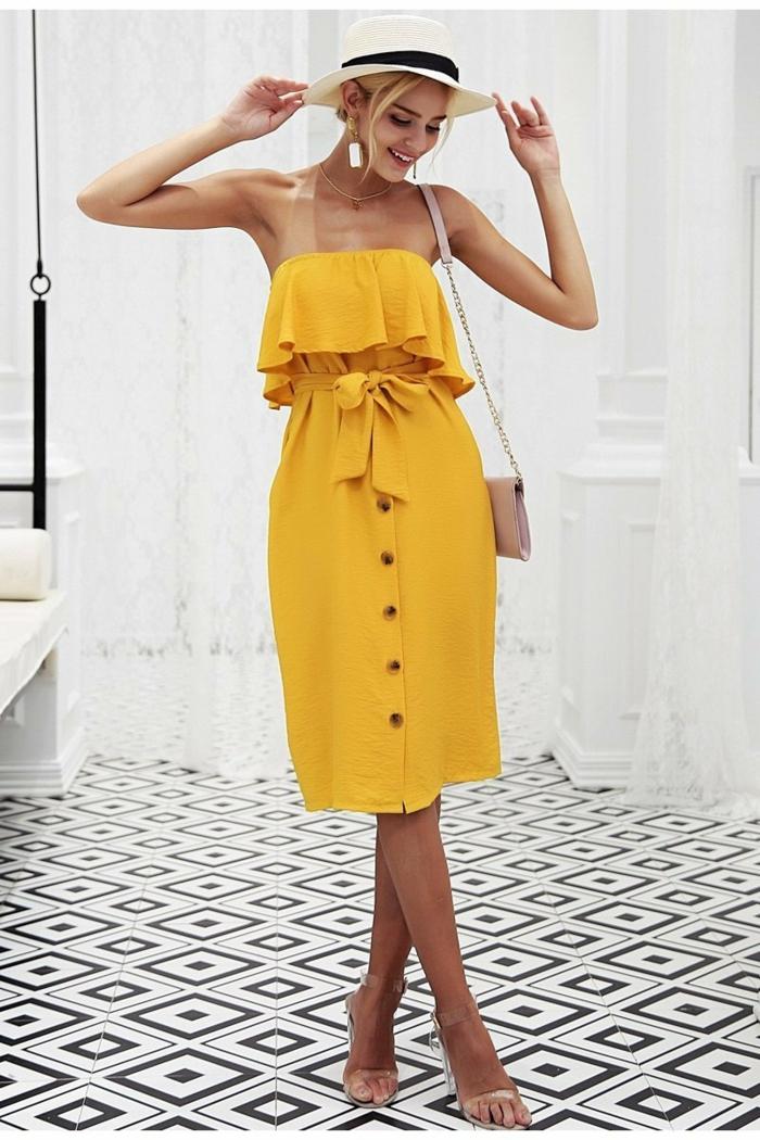 robe estivale en jaune avec des boutons devant