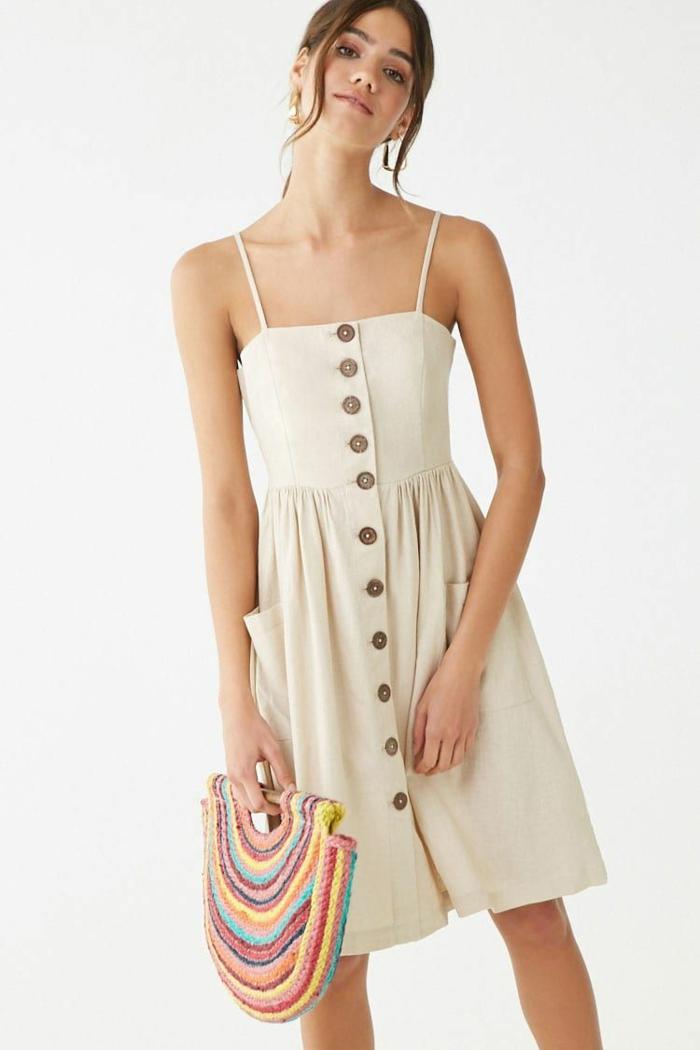 sac coloré avec une robe estivale été 2019
