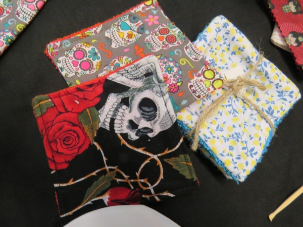 serviettes de cuisine et emballage tissus multicolores