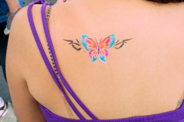 tatouage éphémère aérographe femme papillon dos