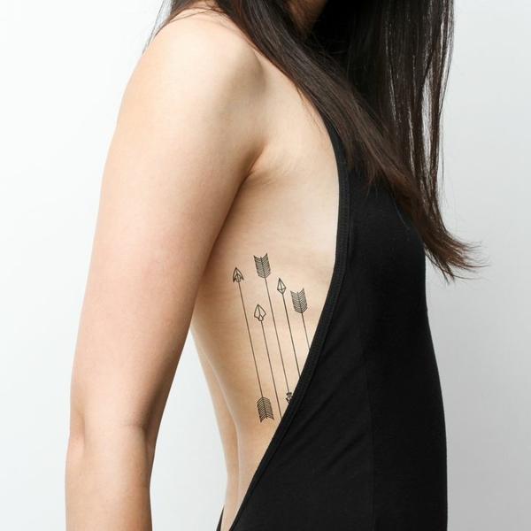 tatouage éphémère au henné côtes femme