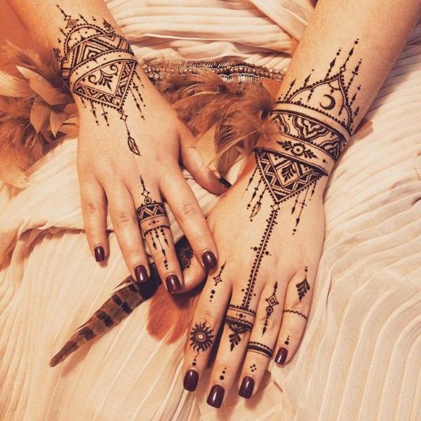 tatouage éphémère au henné femme art