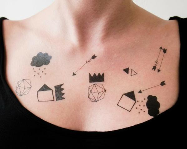 tatouage éphémère au henné poitrine femme