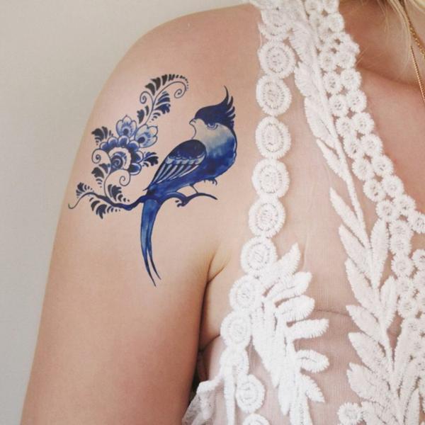 tatouage éphémère au jagua épaule oiseau femme