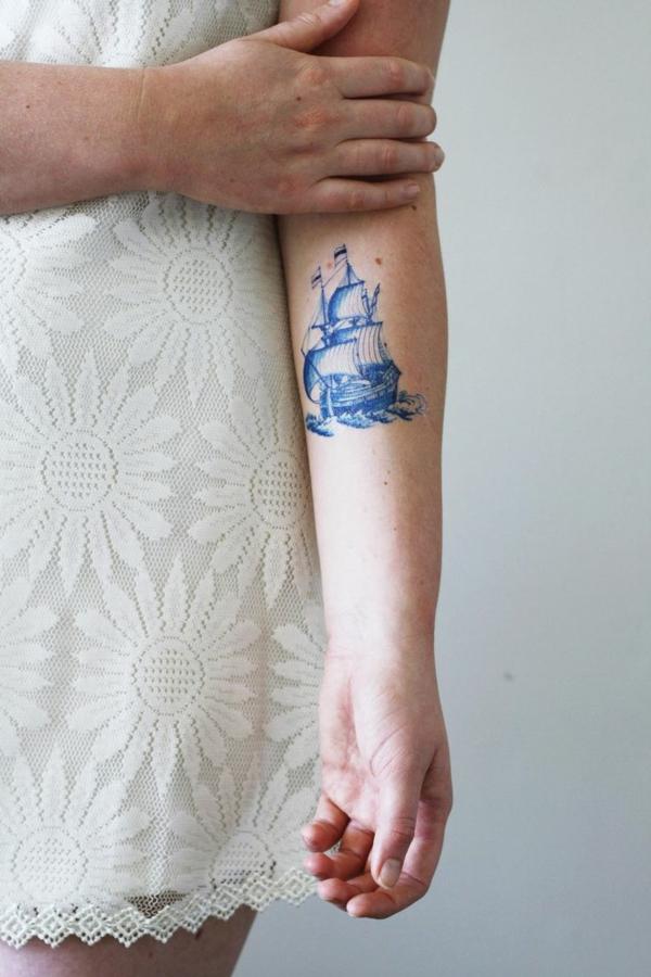 tatouage éphémère au jagua bateau bras femme